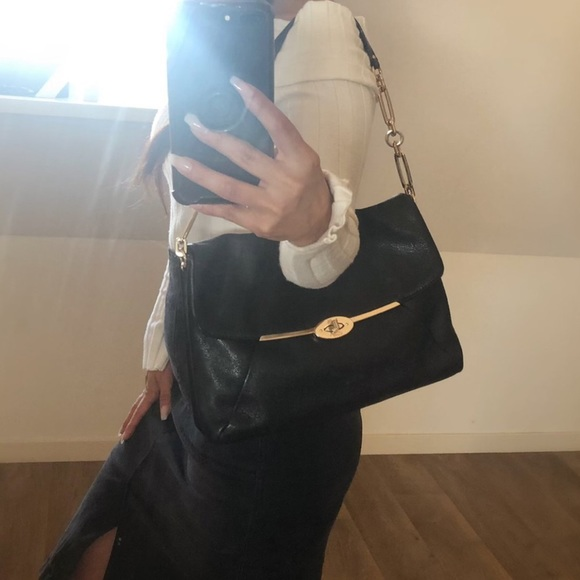 Coach Handbags - ➿➿Coach Leather Purse➿➿